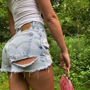 Vintage Levi's 550 High Waisted Shorts! Size 28